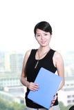Holding della donna di affari con il dispositivo di piegatura Immagine Stock Libera da Diritti