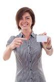Holding della donna di affari il suo biglietto da visita Fotografia Stock Libera da Diritti