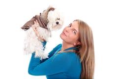 Holding della donna il suo cucciolo fotografia stock libera da diritti