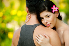 Holding della donna il suo uomo Fotografie Stock