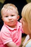 Holding della madre il suo figlio Fotografia Stock Libera da Diritti