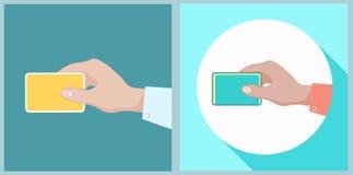 holding för kortkrediteringshand Plan stil Arkivfoto
