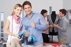 Holding för modedesigndeltagare Royaltyfri Bild