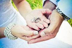 Holding wedding rings Royalty Free Stock Images