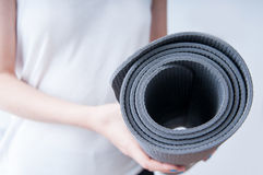 Holding a yoga mat Royalty Free Stock Photography
