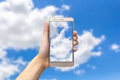 holdingen för bakgrundsgrupphanden bemärker smartphone Royaltyfri Foto