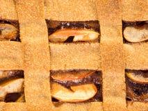 holdingen för closeupen för äpplebakgrund isolerade den stekheta piered som visar den vita kvinnan Arkivfoto