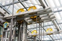 Holdingfeld einer geöffneten Stahlaufzugantriebswelle Stockbild