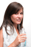 Holdingflasche der jungen Frau Wasser Lizenzfreies Stockfoto