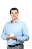 Holdingkaffee des jungen Mannes (oder Tee) Stockfotos