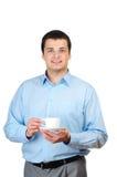 Holdingkaffee des jungen Mannes (oder Tee) Stockfotografie