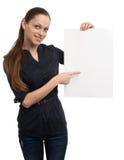 holdingkvinna för blankt kort Royaltyfri Bild