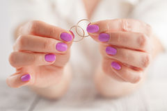 Holds wedding rings in hands Royalty Free Stock Photography