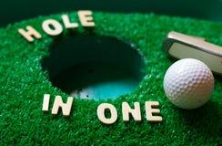 Hole in onegolf royaltyfri fotografi