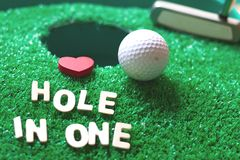 Hole in onegolf royaltyfri bild