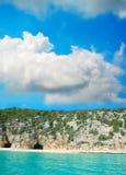 Holen door de kust in Orosei-Golf Stock Foto's