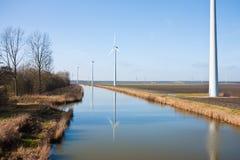 holenderów windturbines krajobrazowi wiejscy Zdjęcia Stock