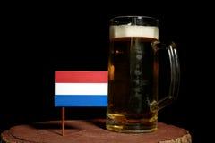 Holender flaga z piwnym kubkiem na czerni Obraz Stock