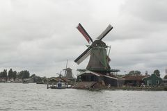 Holenderscy wiatraczki w Zaanse Schans obraz royalty free