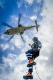 Holenderska Karaibska straż wybrzeża - winchman w zmierzchu Zdjęcia Stock