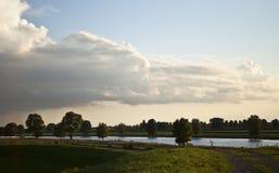 Holenderski niebo i rzeka Zdjęcie Royalty Free