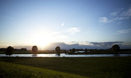 Holenderski niebo i rzeka przy zmierzchem Obraz Stock