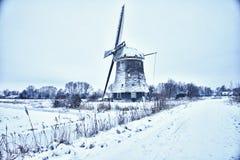 Holenderski wiatraczek w śniegu Zdjęcia Royalty Free