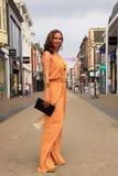Holenderskiej kobiety uliczna moda Obrazy Stock