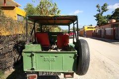 Holguin, Cuba, 11 24 2018 Off-road militaire voertuig van het Willys het Amerikaanse Leger van de Tweede Wereldoorlog M 606 stock foto