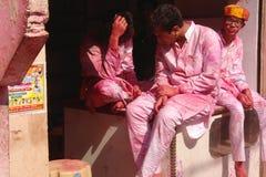 Am Holi-Farbfestival in Mathura, Rajastan Indien lizenzfreie stockfotografie
