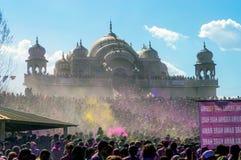 Holi-Festival des Farbereignisses bei Sri Sri Radha Krishna Temple in der spanischen Gabel, Utah lizenzfreie stockfotografie