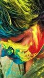Holi festiwalu piękni kolory na twarzy, włosy i płótnach, Zdjęcia Royalty Free