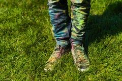 Holi malte Beine Stockfoto