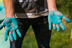 Holi målade händer Arkivbild