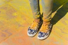 Holi a peint des jambes Images libres de droits