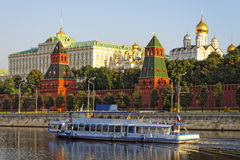 Holiday cruiser in front of Kremlin quay Stock Images