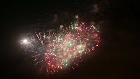 holiday Fuegos artificiales de la noche almacen de metraje de vídeo