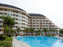 Holiday hotel and pool Royalty Free Stock Photos