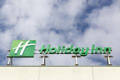 Holiday Inn logo na budynku Zdjęcia Royalty Free