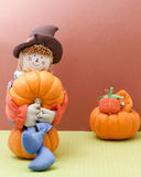 Holiday Scarecrow Cradles A Pumplin Royalty Free Stock Images