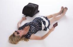 Holidaymaker med passet och bagage arkivfoton