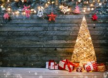Free Holidays Background With Illuminated Christmas Tree, Gifts And D Stock Photo - 106172870