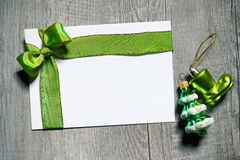 Holidays gift card with green bow Royalty Free Stock Photography