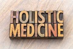 Holistic geneeskunde - woordsamenvatting in houten type royalty-vrije stock afbeelding