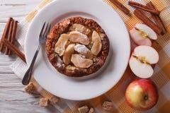 Holländare behandla som ett barn pannkakan med äpplet och kanel horisontalbästa sikt Royaltyfria Foton