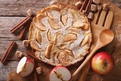 Holländare behandla som ett barn pannkakan med äpplet på en pappers- closeup horisontalöverkant Arkivfoton