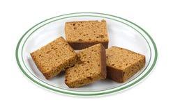 Holländer-Honey Cake On Plate Side-Ansicht-Weiß-Hintergrund Stockbild
