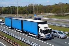 Holländer SCANIA-Last-Zug-Kombination Lizenzfreie Stockfotografie