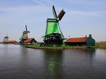 Holländische Windmühlen lizenzfreies stockfoto
