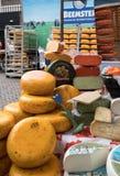 Holländischer Käse auf einem Straßenmarkt in Alkmaar Lizenzfreie Stockfotografie